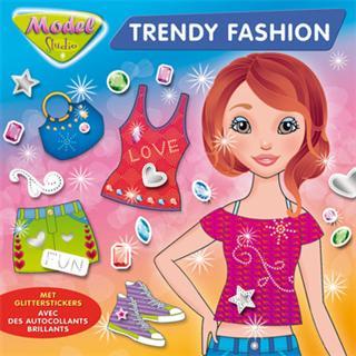 Model Studio trendy fashion