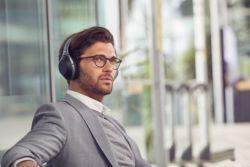 Sony introduceert nieuwe noise cancelling headphones en smartphones aan