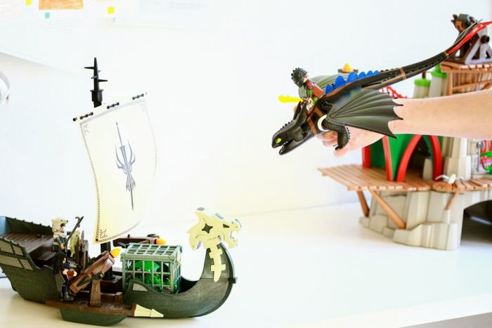 playmobil dragons attack