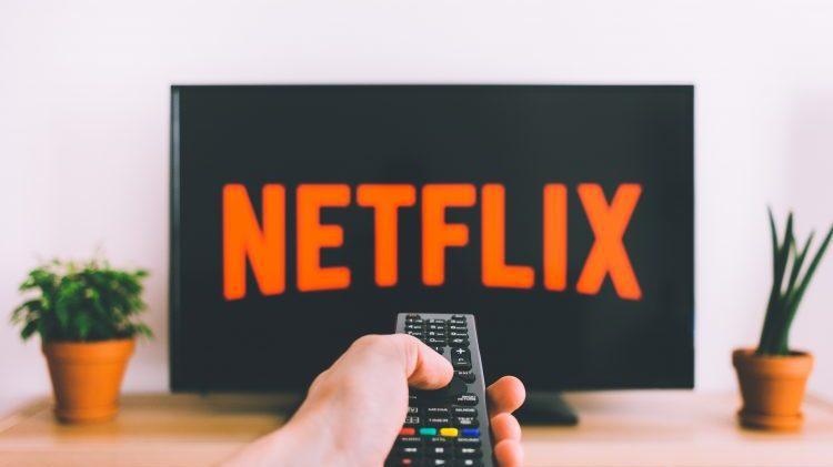 cropped netflix logo televisie afstandsbediening