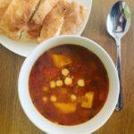 harira soep in kom