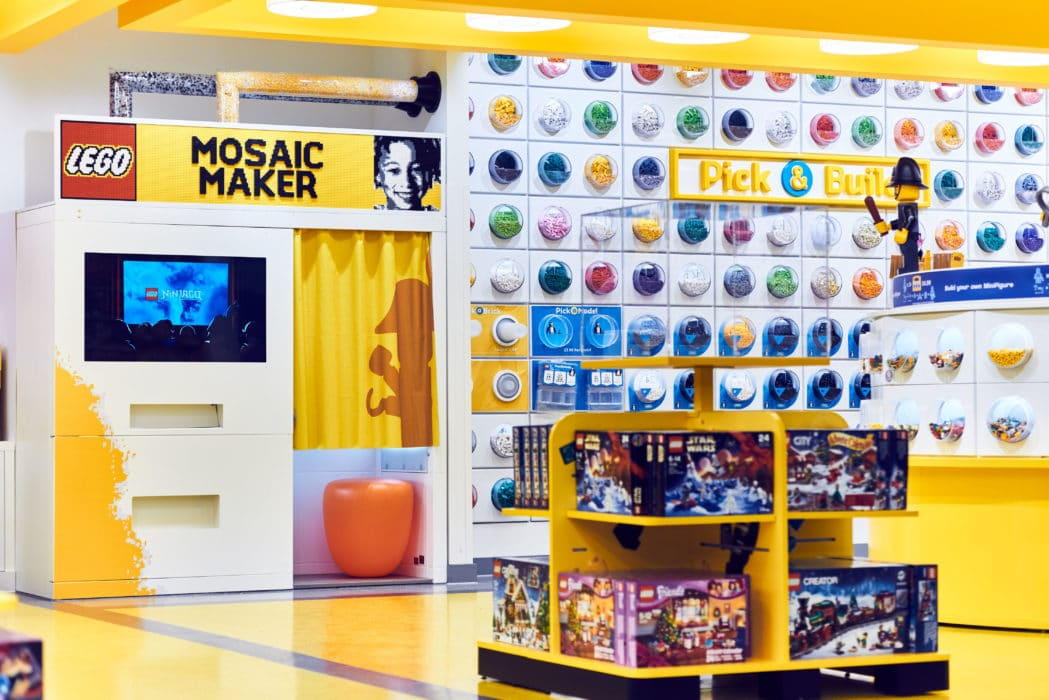 Mosaic Maker 2 LEGO Store London EMBARGO 17.11.16 Copyright LEGO
