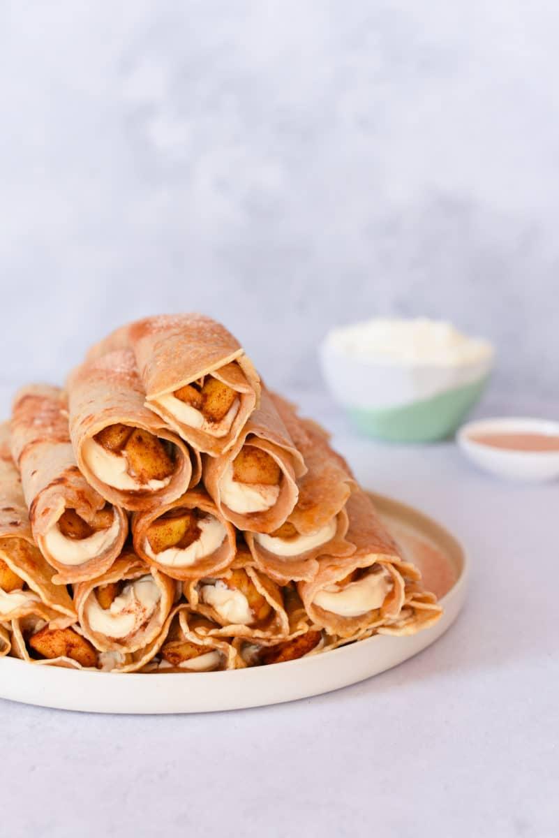 Appel-kaneel crepes met vanilleroom