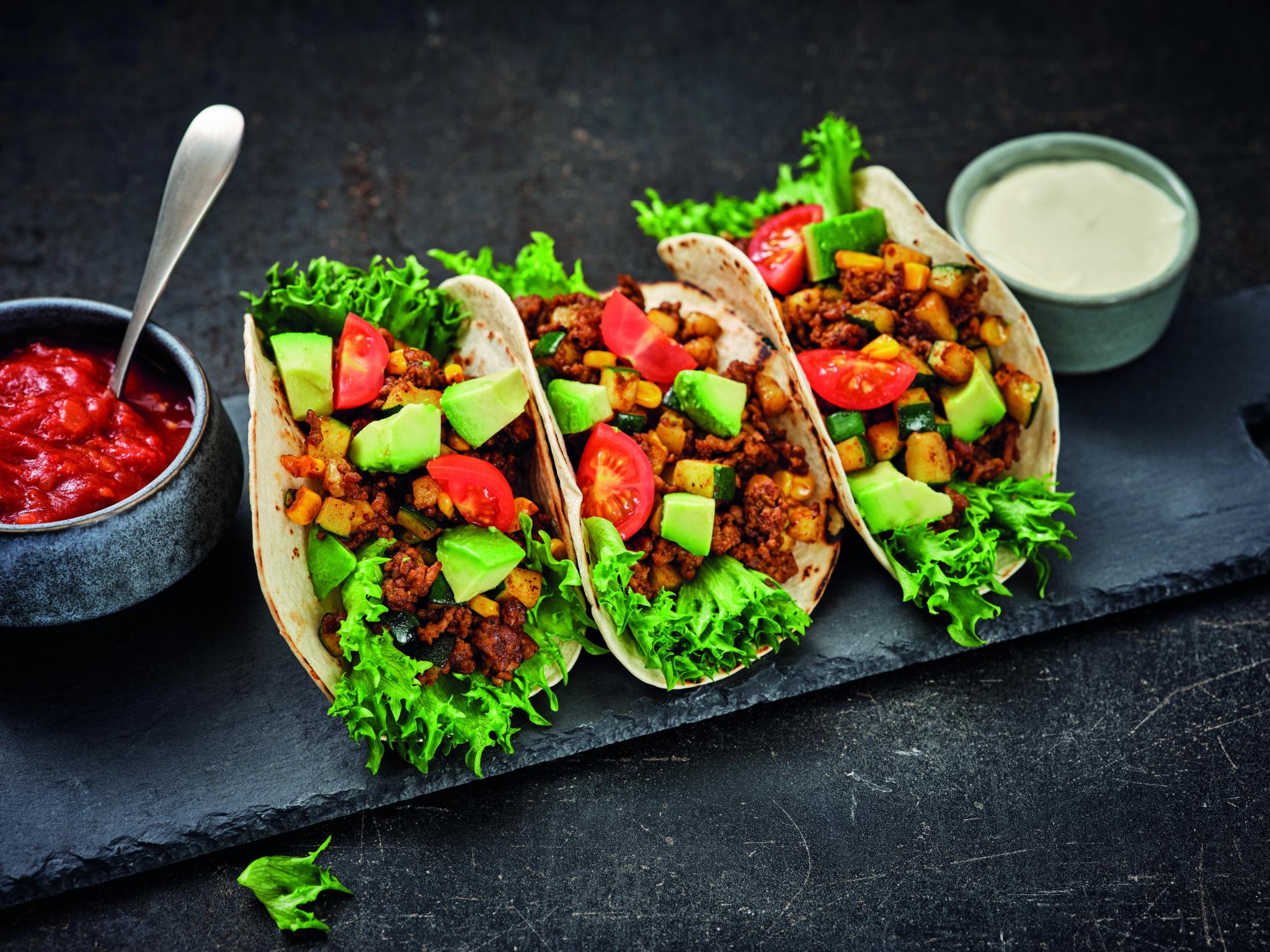 Taco's met gehakt, courgette en mais