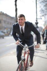 Man op fiets