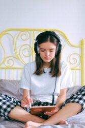 koptelefoon en oortjes gehoorschade