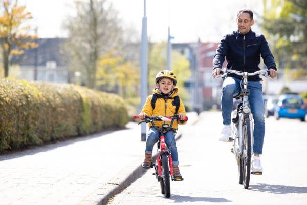 je kind loslaten in het verkeer