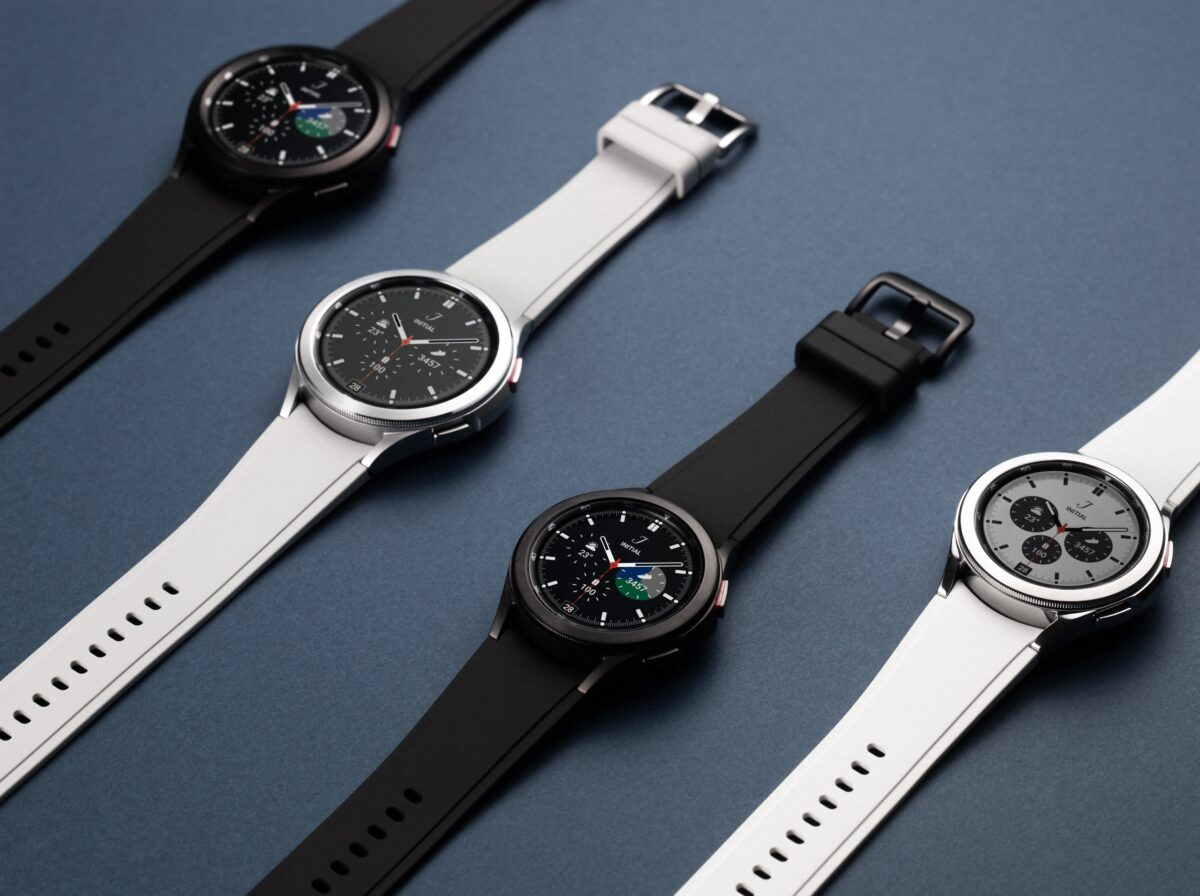W 02 06WiseFamily 01 galaxywatch4classic family black silver H